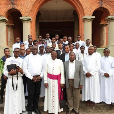 Visite  pastorale du V.G. à Mayidi