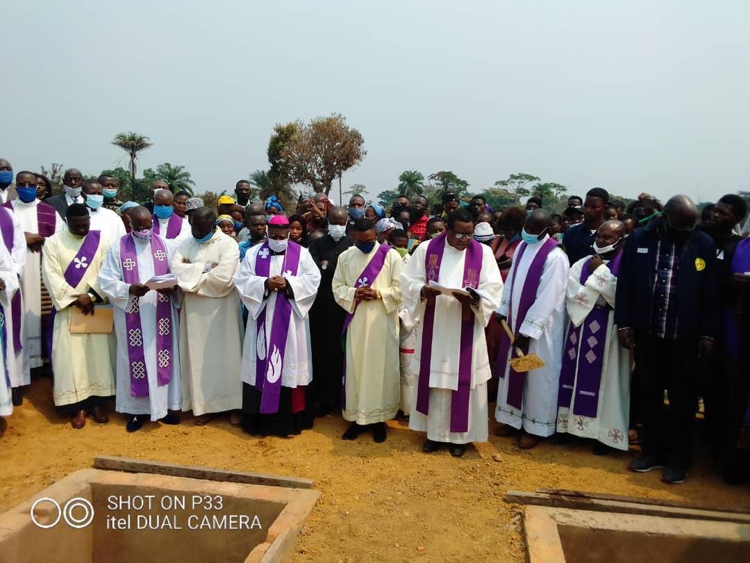Obseques abbes mbwaki et dianzenza 1