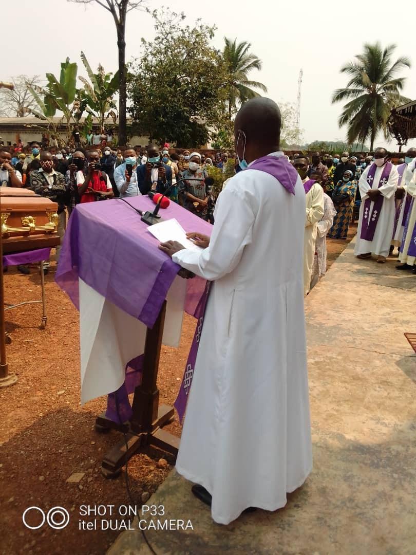 Obseques abbes mbwaki et dianzenza 12