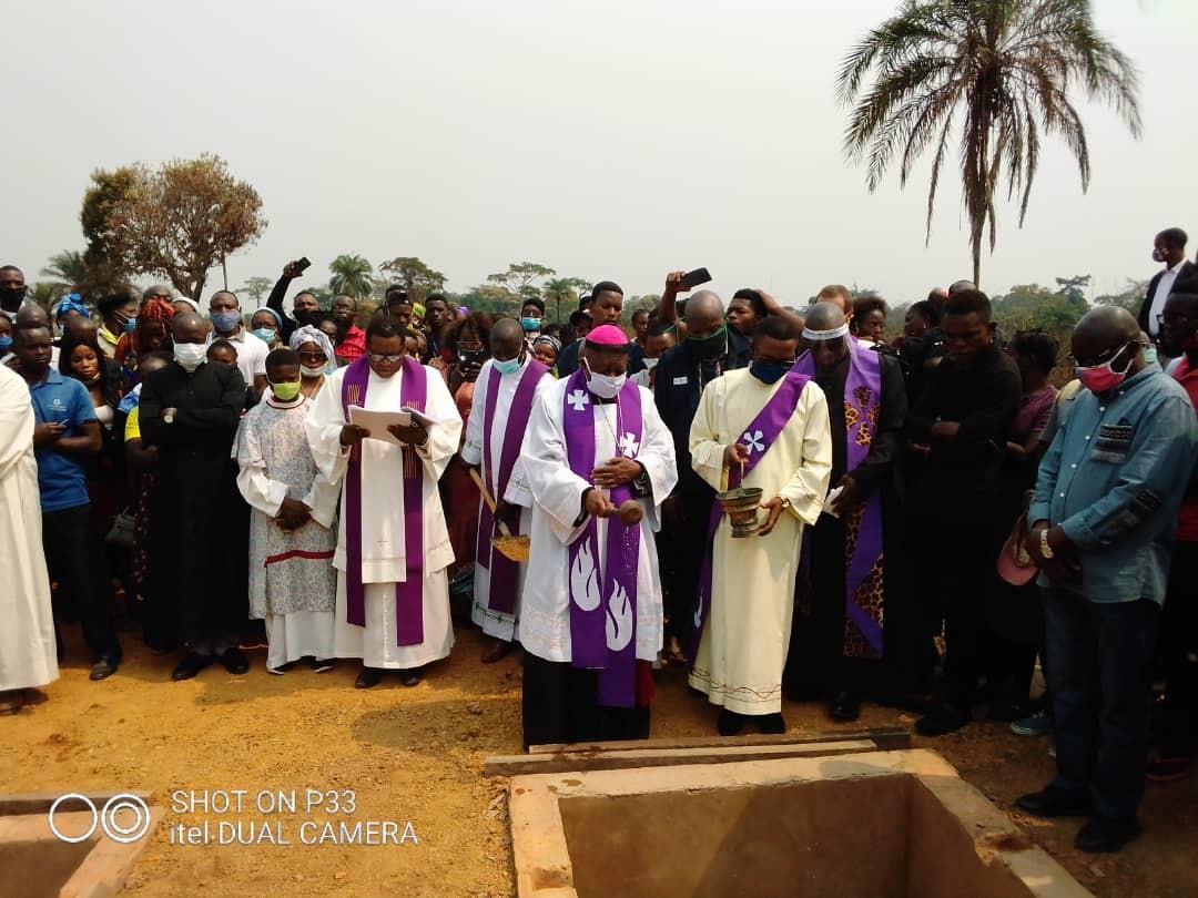 Obseques abbes mbwaki et dianzenza 2