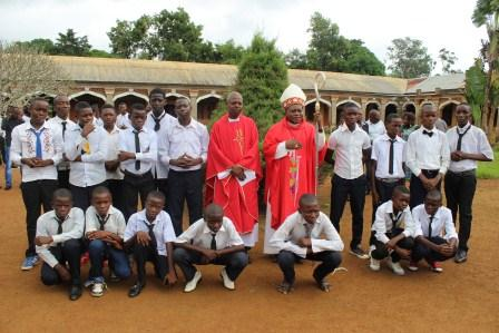 Visite canonique de Mgr Daniel Nlandu à Kibula (110)