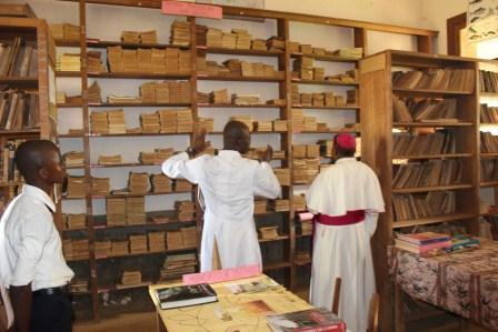 Visite canonique de Mgr Daniel Nlandu à Kibula (122)