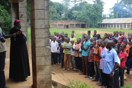 Visite canonique de Mgr Daniel Nlandu à Kibula (126)