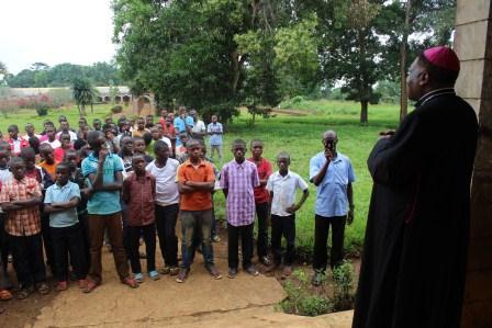 Visite canonique de Mgr Daniel Nlandu à Kibula (127)