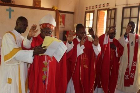 Visite canonique de Mgr Daniel Nlandu à Kibula (45)