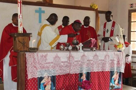 Visite canonique de Mgr Daniel Nlandu à Kibula (77)