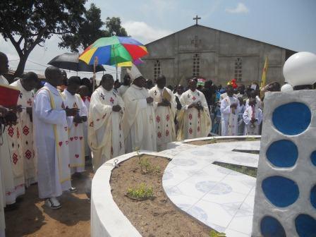 Visite pastorale de Mgr Daniel Nlandu à Christ-Roi (100)