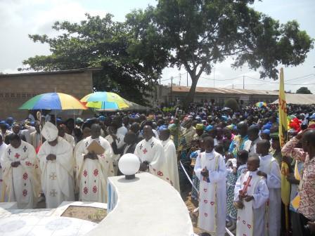 Visite pastorale de Mgr Daniel Nlandu à Christ-Roi (102)