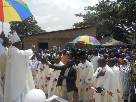 Visite pastorale de Mgr Daniel Nlandu à Christ-Roi (103)