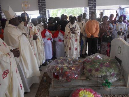 Visite pastorale de Mgr Daniel Nlandu à Christ-Roi (104)
