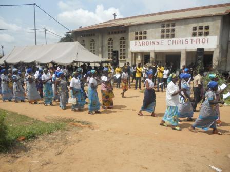 Visite pastorale de Mgr Daniel Nlandu à Christ-Roi (108)