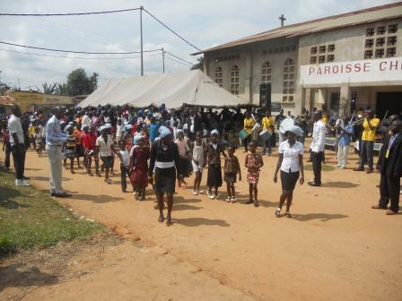 Visite pastorale de Mgr Daniel Nlandu à Christ-Roi (126)