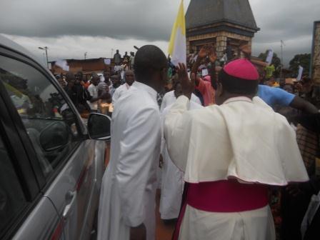 Visite pastorale de Mgr Daniel Nlandu à Christ-Roi (2)