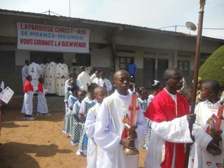 Visite pastorale de Mgr Daniel Nlandu à Christ-Roi (33)