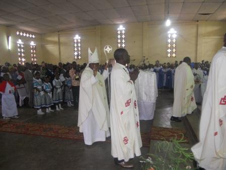 Visite pastorale de Mgr Daniel Nlandu à Christ-Roi (35)