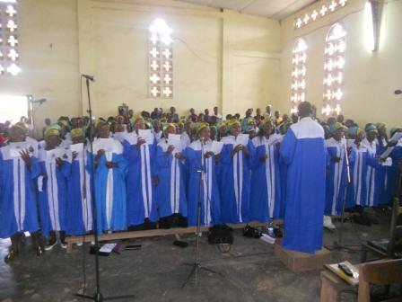 Visite pastorale de Mgr Daniel Nlandu à Christ-Roi (44)