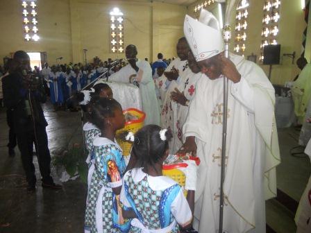 Visite pastorale de Mgr Daniel Nlandu à Christ-Roi (54)