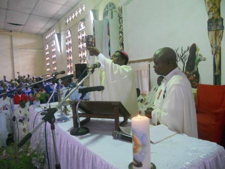 Visite pastorale de Mgr Daniel Nlandu à Christ-Roi (55)