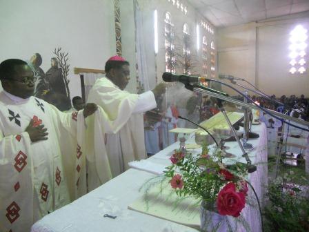 Visite pastorale de Mgr Daniel Nlandu à Christ-Roi (56)