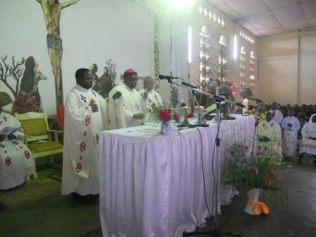 Visite pastorale de Mgr Daniel Nlandu à Christ-Roi (57)