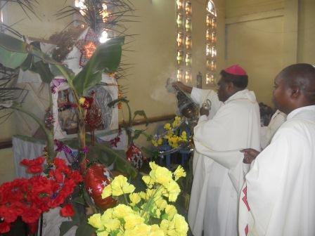 Visite pastorale de Mgr Daniel Nlandu à Christ-Roi (58)