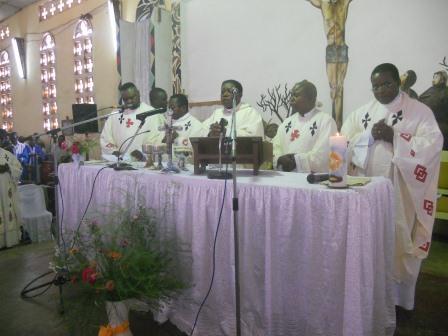 Visite pastorale de Mgr Daniel Nlandu à Christ-Roi (60)