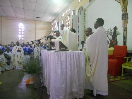 Visite pastorale de Mgr Daniel Nlandu à Christ-Roi (61)