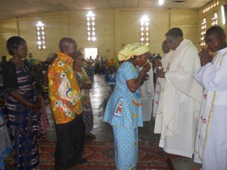 Visite pastorale de Mgr Daniel Nlandu à Christ-Roi (64)