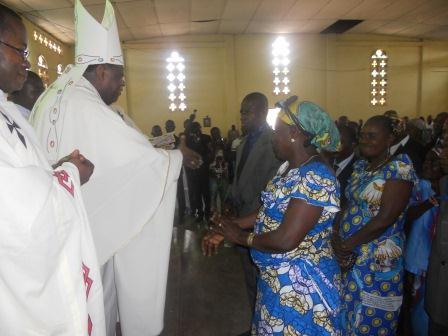 Visite pastorale de Mgr Daniel Nlandu à Christ-Roi (67)