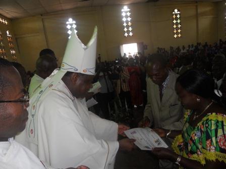 Visite pastorale de Mgr Daniel Nlandu à Christ-Roi (69)
