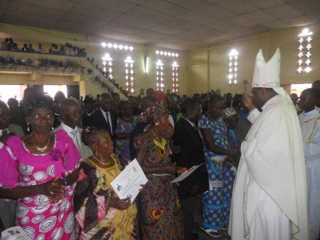 Visite pastorale de Mgr Daniel Nlandu à Christ-Roi (71)