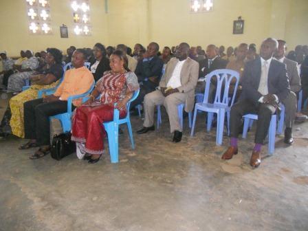 Visite pastorale de Mgr Daniel Nlandu à Christ-Roi (74)