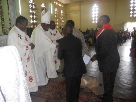 Visite pastorale de Mgr Daniel Nlandu à Christ-Roi (81)