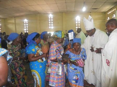 Visite pastorale de Mgr Daniel Nlandu à Christ-Roi (84)