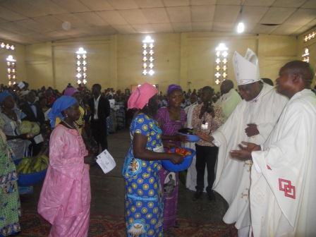 Visite pastorale de Mgr Daniel Nlandu à Christ-Roi (85)