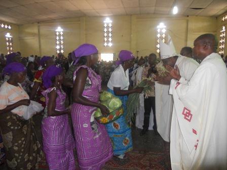 Visite pastorale de Mgr Daniel Nlandu à Christ-Roi (86)