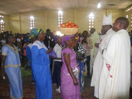Visite pastorale de Mgr Daniel Nlandu à Christ-Roi (87)