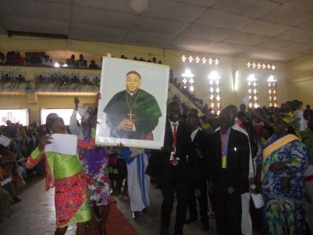 Visite pastorale de Mgr Daniel Nlandu à Christ-Roi (88)