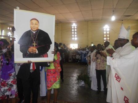 Visite pastorale de Mgr Daniel Nlandu à Christ-Roi (89)