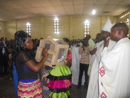 Visite pastorale de Mgr Daniel Nlandu à Christ-Roi (90)