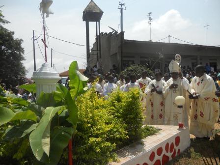 Visite pastorale de Mgr Daniel Nlandu à Christ-Roi (92)