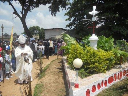 Visite pastorale de Mgr Daniel Nlandu à Christ-Roi (93)