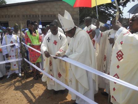 Visite pastorale de Mgr Daniel Nlandu à Christ-Roi (94)