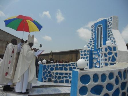 Visite pastorale de Mgr Daniel Nlandu à Christ-Roi (96)