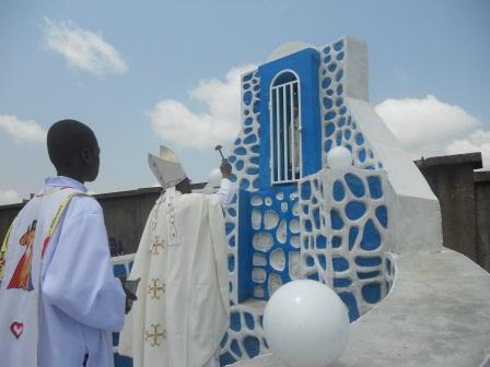 Visite pastorale de Mgr Daniel Nlandu à Christ-Roi (97)