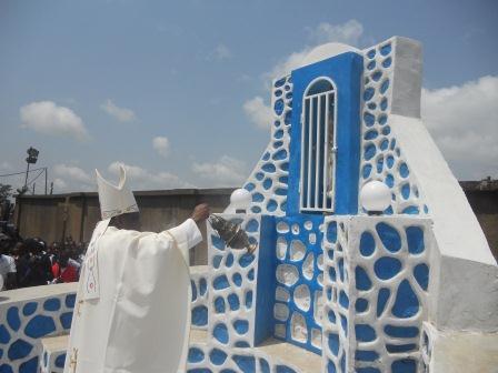 Visite pastorale de Mgr Daniel Nlandu à Christ-Roi (98)