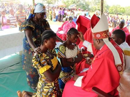 Visite pastorale de Mgr Daniel Nlandu à Miyamba (18)
