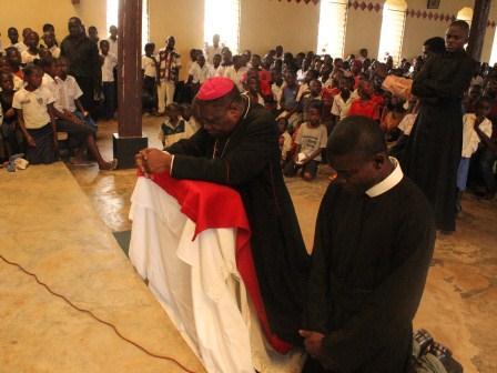 Visite pastorale de Mgr Daniel Nlandu à Miyamba (2)