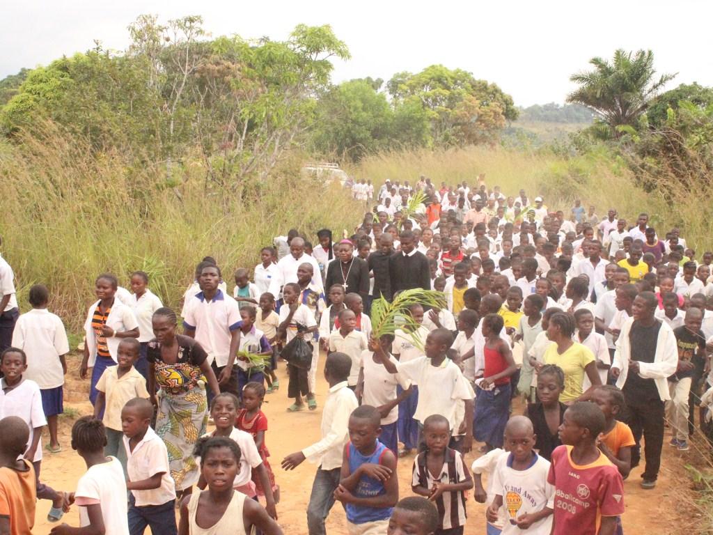 Visite pastorale de Mgr Daniel Nlandu à Miyamba